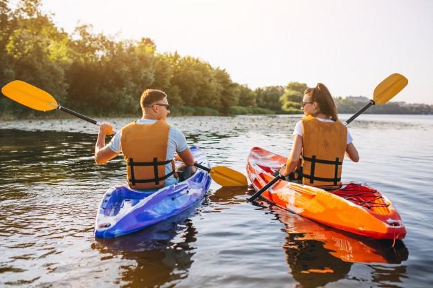 A couple enjoying a kayaking tour